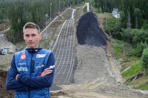 Robin Pedersen har vært hjemme i Rana en snartur. Oppladingen til en ny sesong er godt i gang og Stålkam-hopperen  har allerede vært på to samlinger.