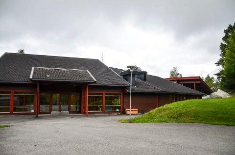 Anbefales: Messenlia skole er den eneste skolen som bør beholdes ifølge skoleutrederne.