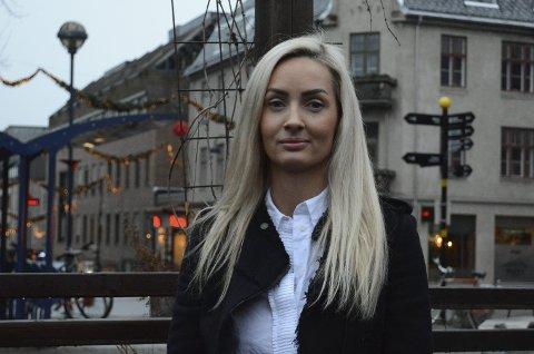 MARKEDSSJEF: Karine Dobloug bytter ut pleie og omsorg med stilling som markedssjef i det nyoppstartede profileringsfirmaet XIDE Innlandet som åpner på Hamar i januar. Det er Svein-Erik Edvartsen, daglig leder og styreleder, som ansetter 36-åringen fra Ringsaker.