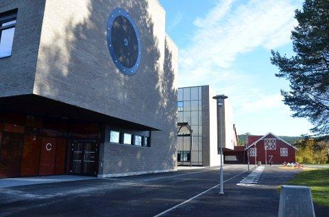 Stengt fra mandag: Mange nye smittetilfeller gjør at skolene i Ringsaker holder stengt de siste dagene før jul. Bildet er hentet fra Moelv skole.
