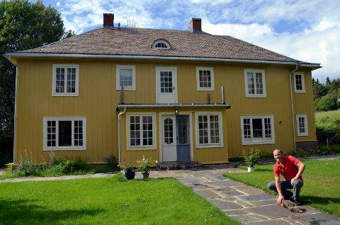 Fikk midler: Restaureringen av bestyrerboligen på  Solsveen fikk 450.000 av kulturminnefondet for noen år siden.  Dag Bakketun stod bak arbeidet.
