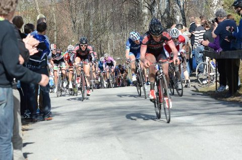 I Riperbakken tråkker mange ekstra til for å slå konkurrentene. Foto: Arne Tvervaag