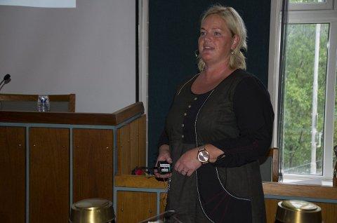Enhetsleder Anne Marie Brager fortalte om hva de gjør for å bedre forholdene ved Hønefoss sykehjem.