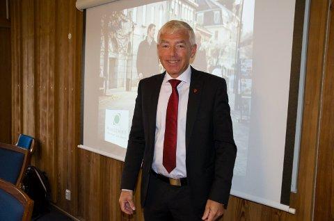 Rådmann Tore Isaksen planlegger store investeringer i Ringerike i årene framover. Nå vil han blant annet bygge bru over Storelva.