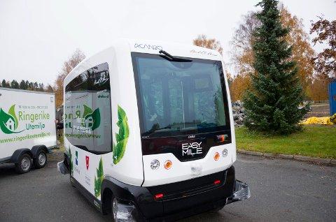 Slik ser Easy mile bussen ut. Den har seks sitteplasser, men ingen sjåfør.