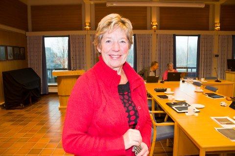 Rådmann May-Britt Nordli i Jevnaker kommune smiler over et godt resultat. Jevnaker gikk med nesten 20 millioner kroner i pluss.