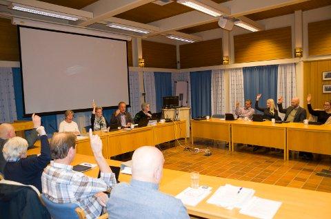 Et flertall av Ap, Høyre og Senterpartiet, stemte for bompenger, men tok ikke med i vedtaket at internkjøring skal unntas bompenger selv om det er det de vil.