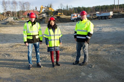 Svein Morten Lillevik Westgård, prosjektleder, Gunn Edvardsen, kommunalsjef og Jotein Nybråten, enhetsleder er glad arbeidet med utvidelsen nå er i gang.