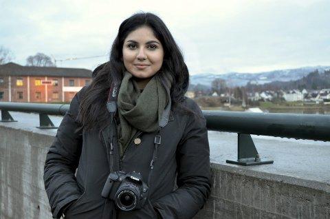 Linnia Lamode driver nå profesjonelt med fotografering.
