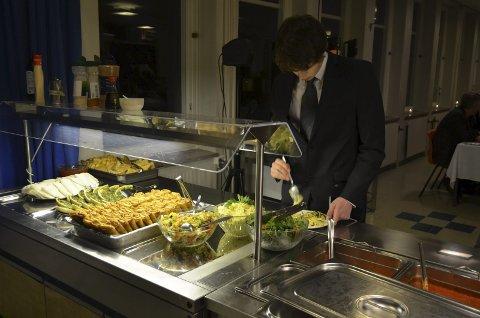 På menyen sto tapas med blant annet vårruller, wraps, salater og pasta.