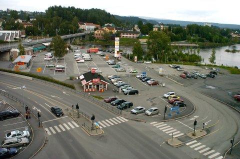 Flyfoto av Tippen-området, før den omdiskuterte bensinstasjonen kom opp.