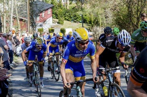 Team Ringeriks-Kraft satt med mange ryttere i nest fremste gruppe i Riperbakken.Foto: Guro Bergstrøm