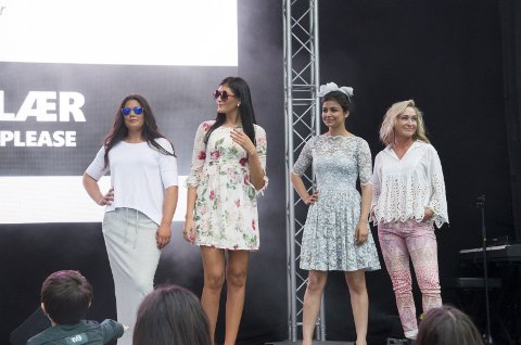 Flotte modeller: Fire av modellene viser fram noen av klærne du bør ha i sommer.