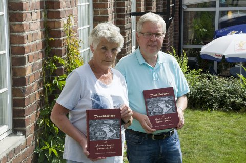 Grete Borgersrud og Øyvind Smith er ferdig med boka om tresliperiene langs Ådalselva.