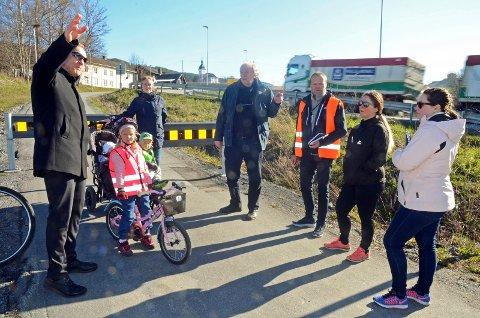 Så vel beboere som politikere og sokneprest var med på befaring langs E16 i Jevnaker i vår. Nå har Statens vegvesen gitt sitt svar om situasjonen i området.