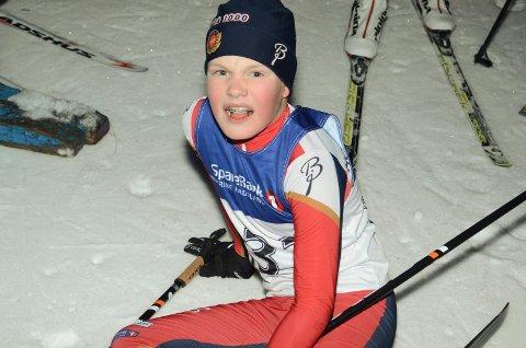 Tok ut alt: Peder Jensen (12) fra Holeværingen var så sliten at han tok en hvil i målområdet.