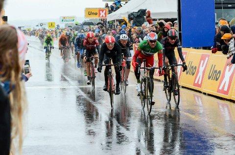 Alexander Kriostoff spurter til tredjeplass i Tour of Norway på Eggemoen.