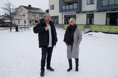 Bård Brørby og Anne Paulsen synes ikke torget fungerer ideelt i dag, og vil gjerne ha mer liv og røre.