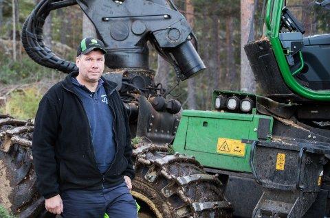 Skogsarbeider: Anders Tutanrud. tredje generasjons skogsarbeider, kan ikke tenke seg noe annen jobb.