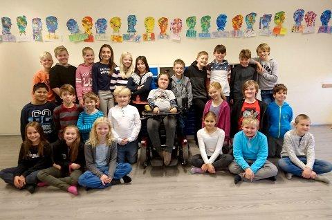 ENGASJERER SEG: Klassen til Pablo Ruiz på Veien skole i Hønefoss engasjerer seg for at kameraten skal få en livsviktig medisin.