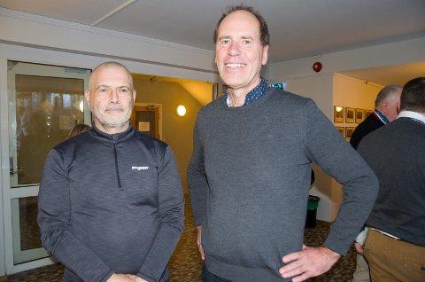 Børje Karlsson, planleggingsleder Hønefoss og Knut Sørgaard, leder for planprosesser og samfunnskontakt i Fellesprosjektet, mener det vil det være den enkleste løsningen for utformingen av ny togstasjon å rive stasjonsbygningen.