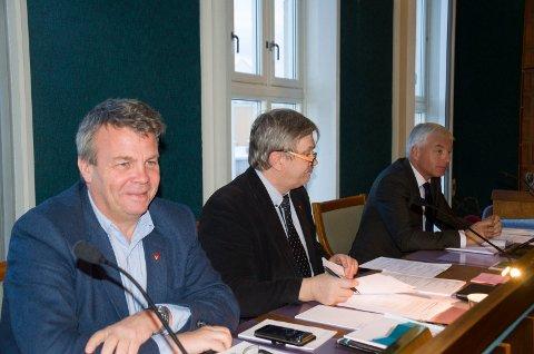 Varaordfører Dag E. Henaug (H) og ordfører Kjell B. Hansen (Ap) står fast på at de ikke ønsker å si nei til alle nye prosjekter i sentrum, dersom rådmann Tore Isaksen foreslår det.
