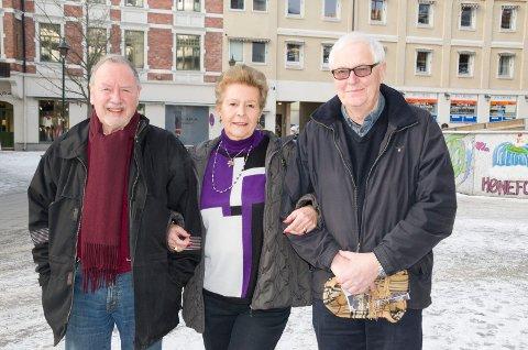 Arne Broberg, Viera Rozmara-Frydenlund og Harald Bjørgo i Ringerike Forsvarsforening håper så mange som mulig kommer for å høre om Hærens framtid.