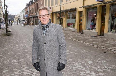 Helge Stiksrud (V) tror ikke Venstre går i regjering med Frp, men at et samarbeid fra sak til sak er aktuelt.