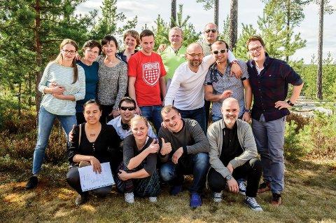 GA JOBB: Flere av deltakerne fikk jobb under kurset. Her er de sammen med veilederne Stig-Endre Tryggestad Elvevoll, Ann Mari Grønvold og Tor Kristian Sørensen.
