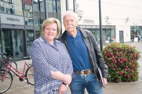 Marit Hollerud (H) og Jan Egil Lyng (H) er glade for svar fra statsministeren hvor hun lover at spaden skal i jorda i 2021 for Ringeriksbanen.