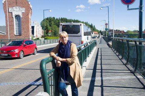 Lise Bye Jøntvedt ønsker å stenge Bybrua for privatbiler, i hvert fall i rushtida. Det reagerer Margrethe Larsen på.