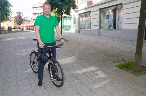 Hans Petter Aasen (Sp) vil at kommunen skal sponse folk som vil kjøpe elsykkel. Han er glad for at rådmannen nå foreslår en slik ordning.