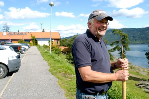 Arne Evjen utvider virksomheten ved Vik skysstasjon. I august åpner Pizzabakeren utsalg, ned mot fjorden.