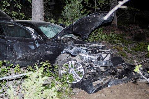 Bilen ble totalskadd i ulykken. Fire av de fem ungdommene ble skadet. Ingen skal ha fått varige men.
