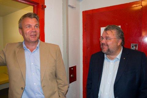 Varaordfører Dag E. Henaug (H) og stortingsrepresentant Morten Wold (Frp) var glade for at de slapp å overnatte i arresten, men de er opptatt av at tilbudet forblir på Hønefoss.