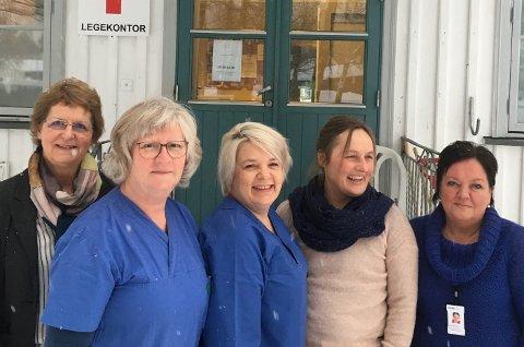 Sammen danner de beredskap mot tuberkulose. Fra venstre enhetsleder i Ringerike kommune, Vigdis Bjerke Jægersborg, sykepleier Borghild Rydland, helsesekretær Veronika Pleym, kommuneoverlege Karin Møller og mottaksleder Tove Brorson.