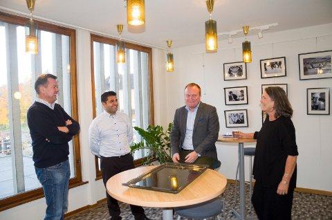 POSITIVT: Anders Braaten (Sp), Parviz Salimi (SV), Hans-Petter Aasen (Sp) og Nanna Kristoffersen (Sol) er alle glade for at flertallspartiene snur i spørsmålet om økte godtgjørelser til politikerne.