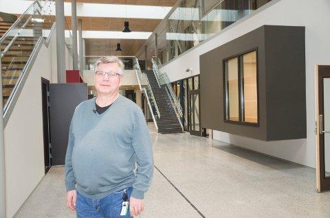 UJEVN FORDELING: Rektor Roy Korslien på Benterud skole håper på en jevnere kjønnsfordeling blant lærerne etterhvert.