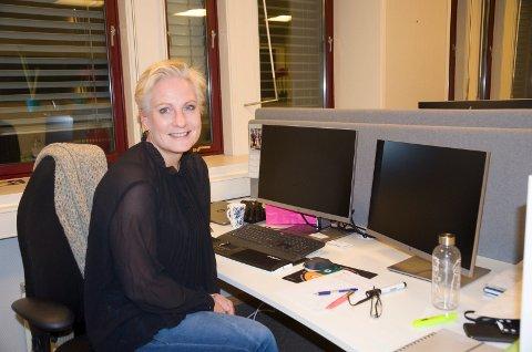 PÅ PLASS: Næringssjef Harriet Slaaen i Ringerike kommune liker seg best når hun kan reise ut fra kontoret og besøke de ulike bedriftene i kommunen. Hun mener næringslivet vil klare å utnytte effekten av ny vei og bane.