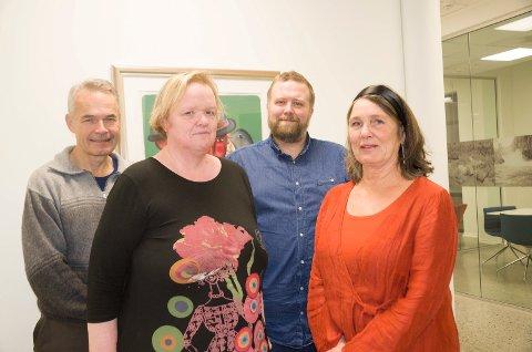 RØD GJENG: Brit W. Bøhler og Nanna Kristoffersen er de to øverste på Rødts liste til kommunevalget. Thomas C. Flåten (bak til høyre) håper også på en kommunestyreplass. Nestor Einar Zwaig er forsatt leder i Rødt Ringerike.