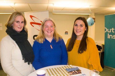 Linn Bakken, Ingeborg Vatten og Andrea Røiseland, masterstudenter ved høyskolen, synes det er fint å få vite mer om hvilke muligheter det finnes i lokale bedrifter.