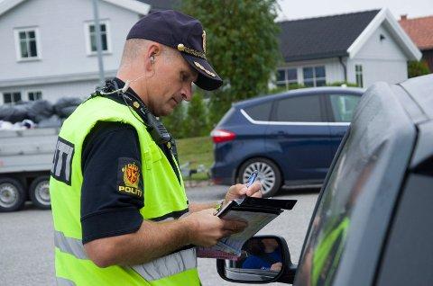 Politibejent Jarle Hopperstad under kontrollen i Dronning Åstasgate