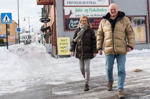 Liv Rolid Hagen og Rune Stenslette inviterer til trim i eget tempo og sosialt samvær fra Frivilligsentralen i Ringerike.