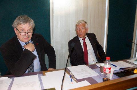 Ordfører Kjell B. Hansen (Ap) og rådmann Tore Isaksen skal se nærmere på om tre bolighus på Kilemoen kan bli kjøpt ut av Ringerike kommune.