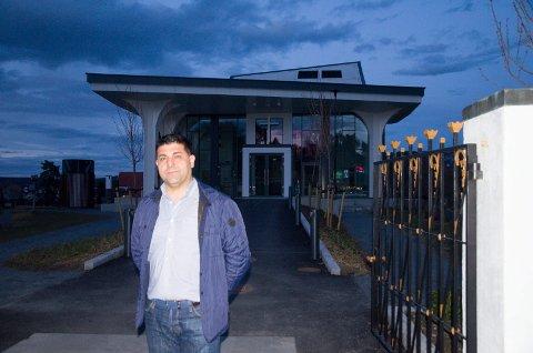Parviz Salimi (SV) er kritisk til kirkeasylinstituttet.