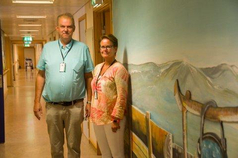 HVELVEN: Lokalpolitiker Runar Johansen og Inger Gåsbakk Grønvold enhetsleder ved Hvelven omsorgssenter understreker at beboerne i omsorgsboligene der får det samme tilbudet som dem som er på sykehjemmet.