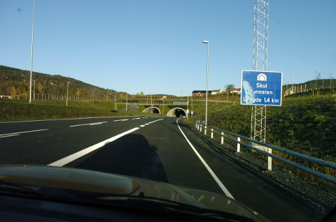 OPPGRADERING: Skuitunnelen og Brennetunnelen på E16 åpnet for ni år siden. Det kommende året skal de oppgraderes, og i anleggsperioden blir det trafikk i ett tunnelløp.