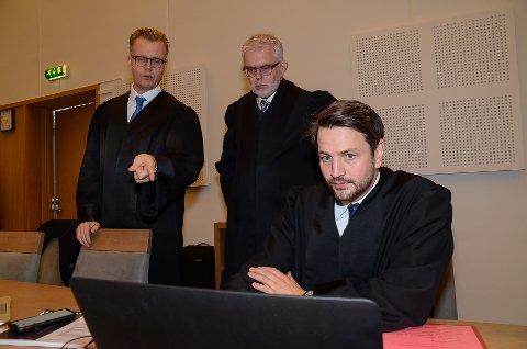 ADVOKATENE: Bistandsadvokat Bendik Støen Thoresen (fra venstre), forsvarer Ove Herman Frang og aktor Magnus Schartum-Hansen.