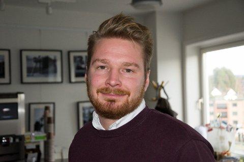 LØFTER: Håkon Ohren (Ap) er glad for at Arbeiderpartiet har laget et alternativt statsbudsjett med mer penger til kommunene, også Ringerike kommune.