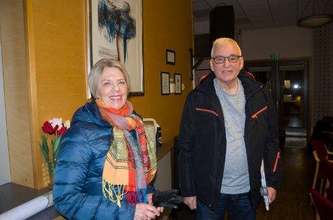 ØNSKE: Guri Wigenstad Myhre og Arne Sørland ønsker seg en levende by i Hønefoss. De mener det må skje mer spennende ting på Søndre torg.